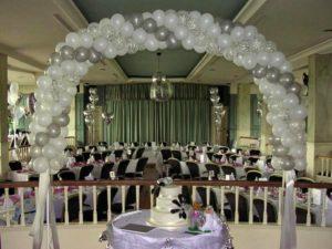 como-adornar-una-boda-con-globos-1