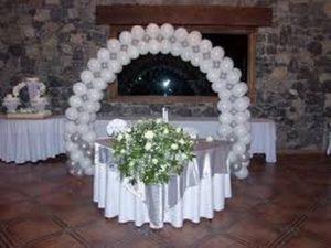 como-adornar-una-boda-con-globos-2