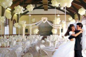 como-adornar-una-boda-con-globos-3