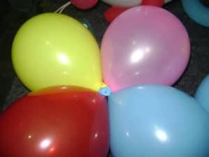como amarrar globos para decorar