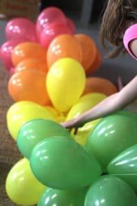 como-amarrar-globos-para-decorar-4