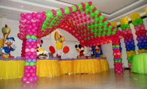como decorar salon con globos