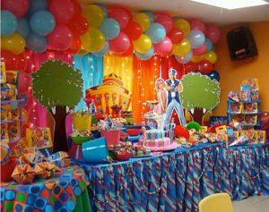 como decorar una pared con globos
