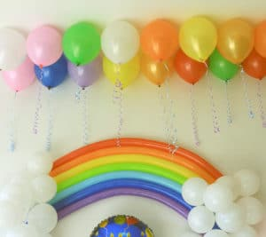 como decorar una pared con globos
