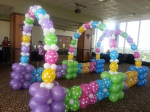 como hacer arcos con globos para fiestas infantiles