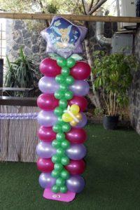 como hacer columnas de globos de tres colores