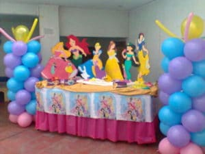 Como hacer decoraciones con globos para fiestas infantiles
