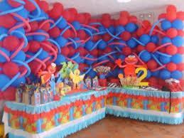 Como hacer un arreglo de globos para cumpleaños muy atractivos