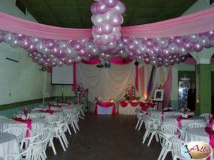 como-adornar-un-salon-para-boda-con-globos-1