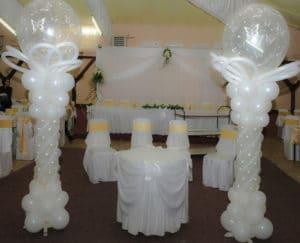 como-adornar-un-salon-para-boda-con-globos-2