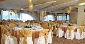 como-adornar-un-salon-para-boda-con-globos-4