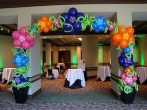 como decorar un salon con globos
