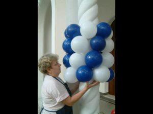 como decorar una columna con globos