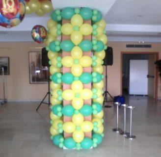 Como decorar una columna con globos vistosos y divertidos