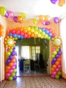como hacer adornos con globos para fiestas