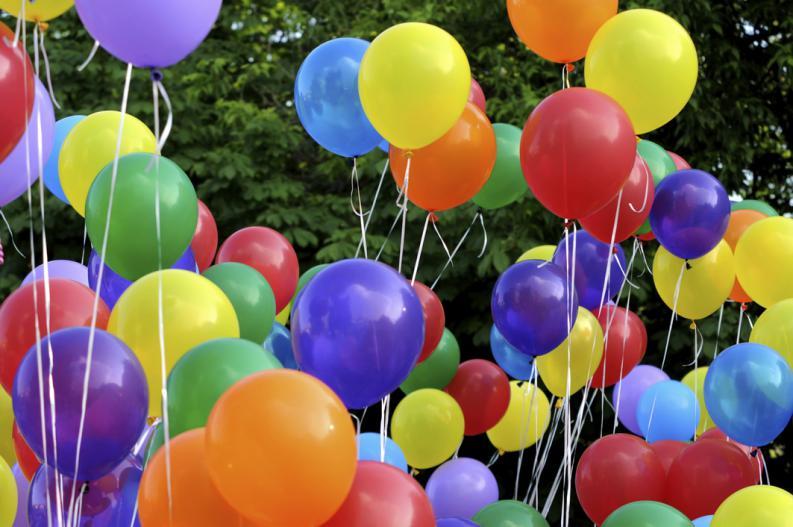 Como hacer adornos con globos para fiestas con ideas - Decoracion fiestas infantiles en casa ...