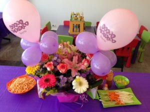como hacer centros de mesa con globos