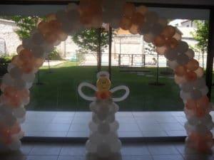 como-hacer-decoraciones-con-globos-para-bautizo-4
